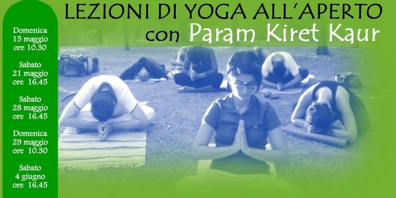 Lezioni di yoga all'aperto